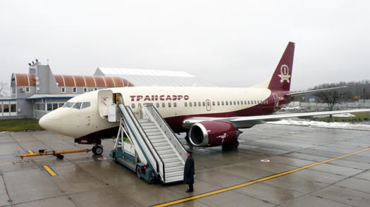 """Этот самолет. обслужил первый рейс нового Boeing 737-500  """"Империал """" авиакомпании  """"Трансаэро """", предназначенного для..."""
